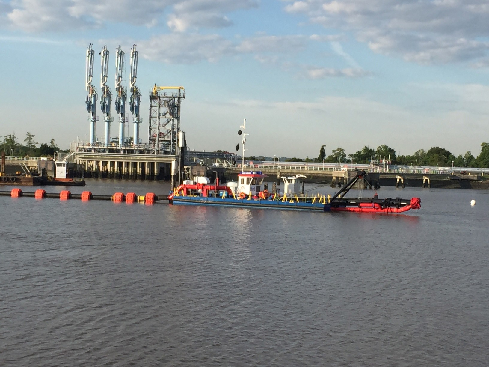 The Difference Between Hydraulic Dredging & Mechanical Dredging