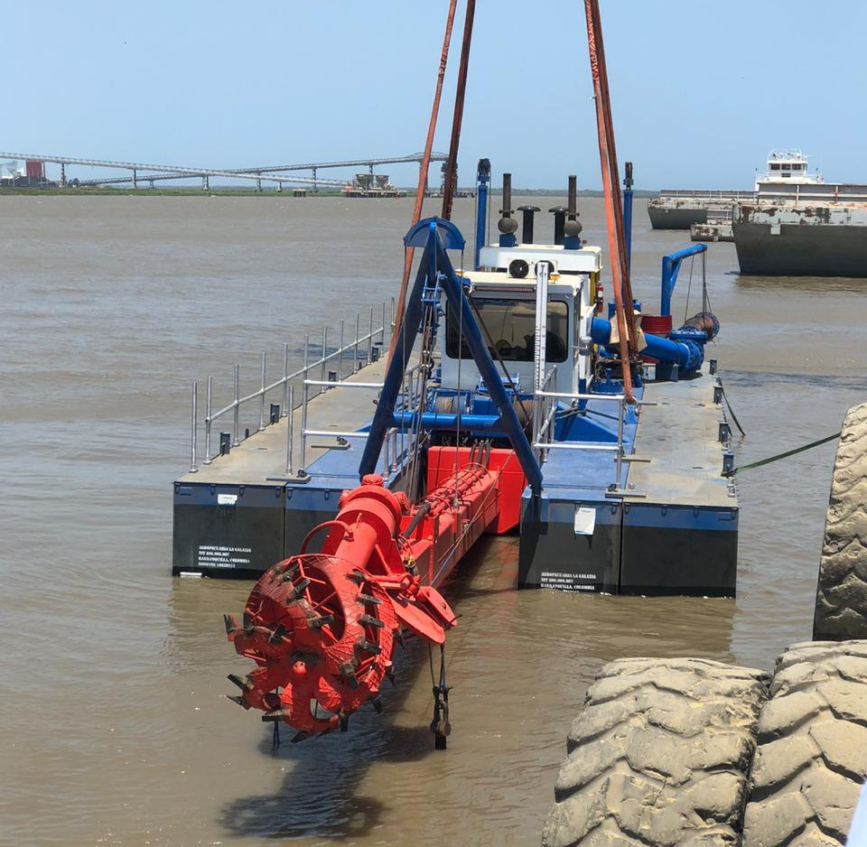 Un Ellicott 670-42 Dragon® Dredge